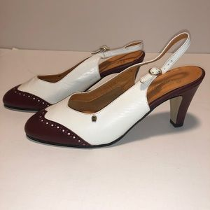Ladies classic healed shoes